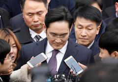 South Korean court dismisses request to arrest Samsung chief