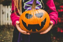 How to do Halloween on a Budget | Costumes, Decorations & Party Items