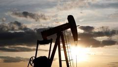 Oil edges higher on U.S. inventory decline, escalating Mideast...