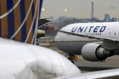 United Airlines sharply cuts flights to Asia, cancels investor day