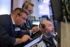 S&P 500 edges lower on chip, retail weakness