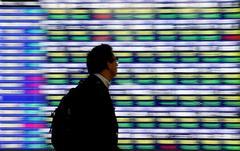 Asia shares inch up, Fed caution curbs dollar