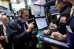 Wall Street ends mixed as investors eye earnings