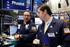 Wall Street gains on strong earnings, tech resurgence
