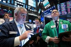 Wall Street poised for slight gains after upbeat earnings
