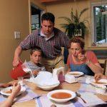Family Meals Serve Up Better Behaved Kids